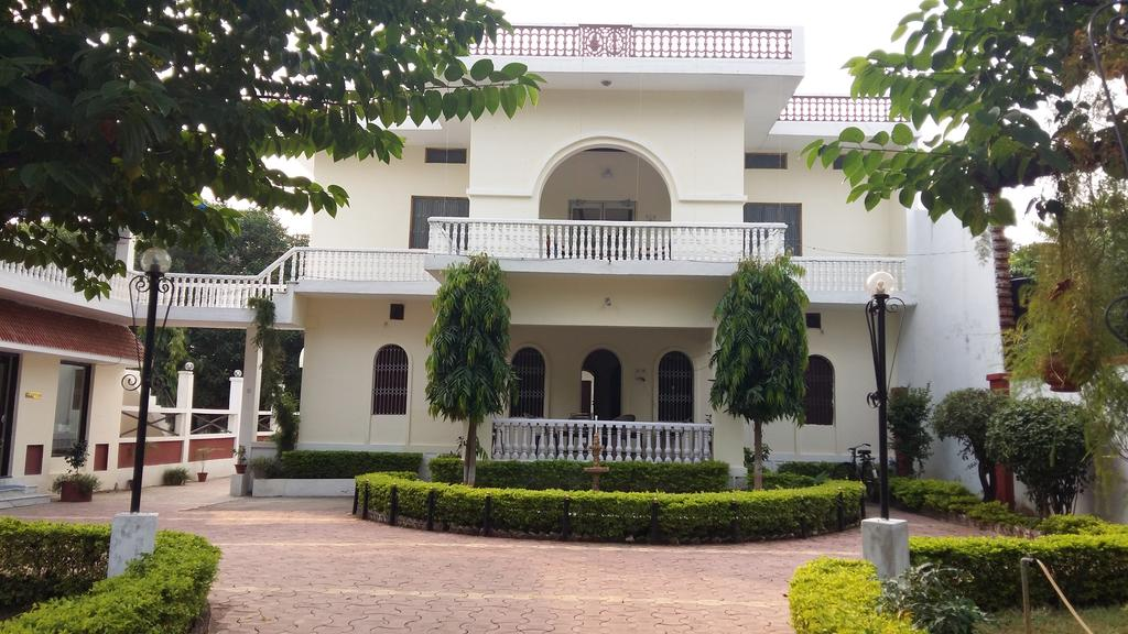 Guest houses in khajuraho video reviews photos compare for Guest house cost